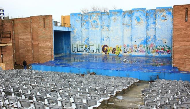 Foto: Teatrul de Vară din Mamaia a ajuns o ruină. Ce planuri are Consiliul Judeţean