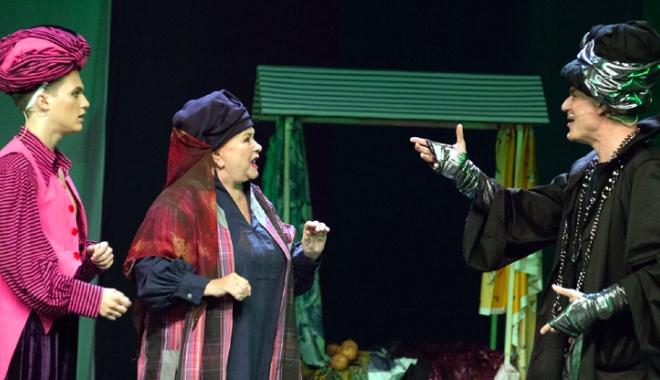 """Foto: Teatrul """"Stela Popescu"""" îl aduce pe """"Aladin"""" la Casa de Cultură"""