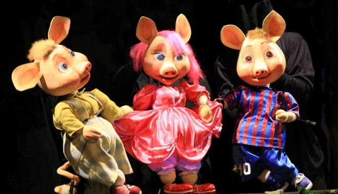 """Foto: """"Cei trei purceluşi""""  şi """"Peter Pan"""" se întâlnesc  din nou cu copiii"""