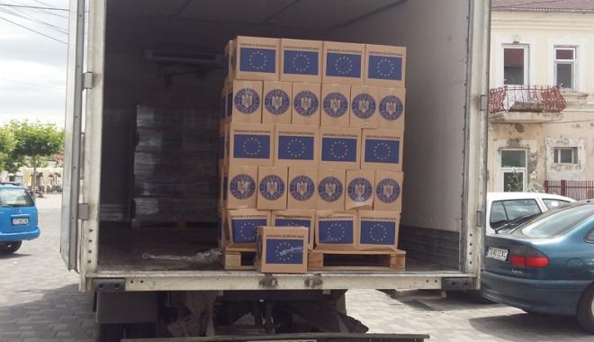 Foto: Primăria Techirghiol distribuie pachetele cu alimente de la UE