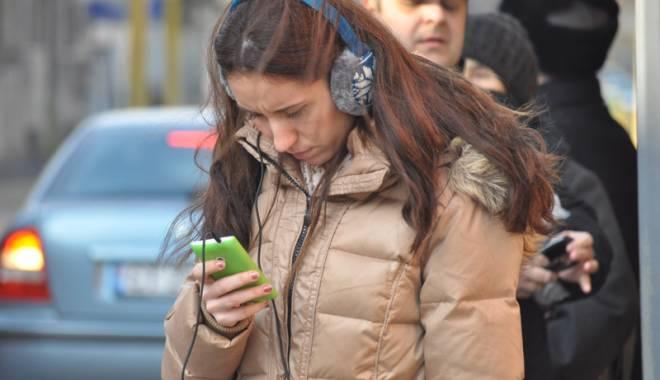 Foto: Dependenţa de telefoane,