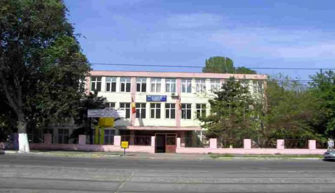 Foto: Sancţiuni drastice şi la Liceul TELECOM