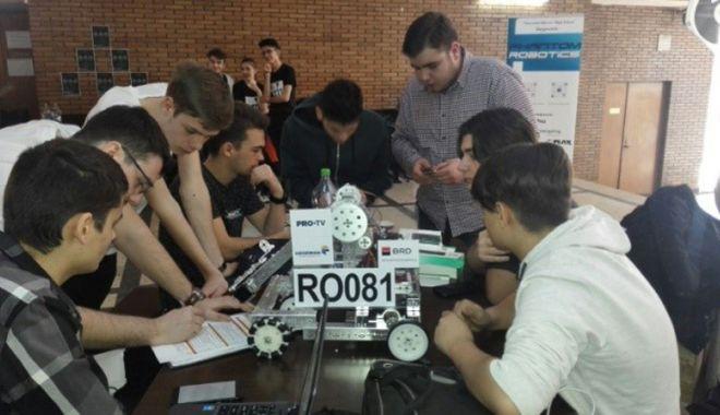 Foto: Elevii Liceului  de Telecomunicaţii Constanţa, în cursă  la Campionatul  Naţional de Robotică