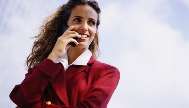 Foto: Un român consumă lunar 100MB trafic de internet, trimite 60 de SMS-uri şi vorbeşte 232 minute