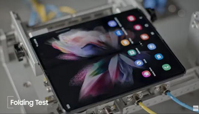 VIDEO / Cum testează Samsung telefoanele pliabile - telefon-1634026238.jpg