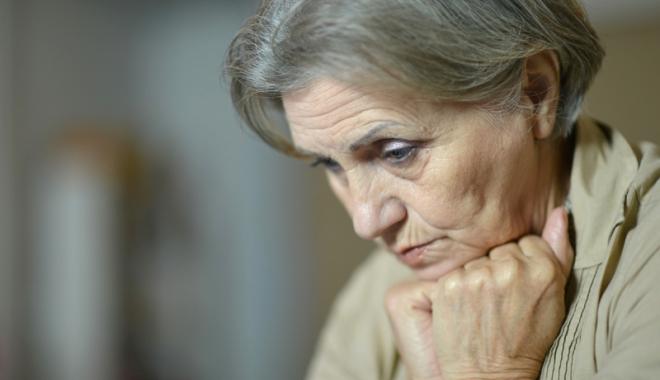 Foto: Bătrâneţe în singurătate şi izolare. De ce sună bătrânii la Telefonul Vârstnicului