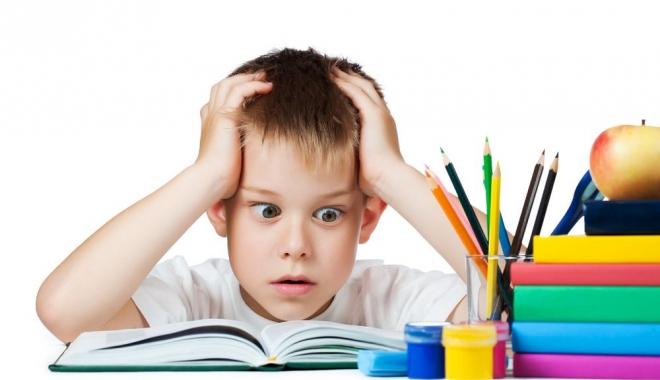 Foto: Temele pentru acasă, utile sau inutile? Ministerul Educaţiei lansează un chestionar pentru elevi, părinţi şi profesori