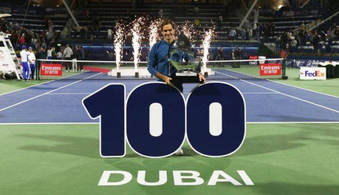 Foto: 100 turnee castigate pentru Roger Federer