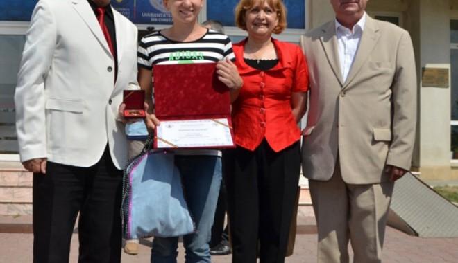 """Simona Halep a susţinut examenul de licenţă la Universitatea """"Ovidius"""" - tenismena-1410550753.jpg"""