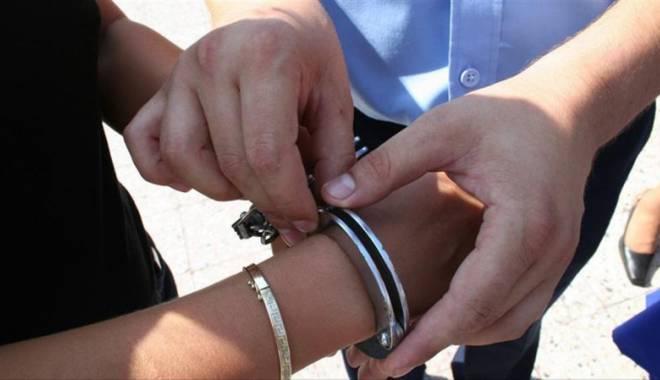 Foto: Const�n�ean arestat dup� ce a �ncercat s�-�i omoare colegul de munc�
