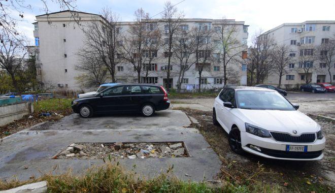Lăsaţi fără parcare între blocuri, au ajuns la disperare!