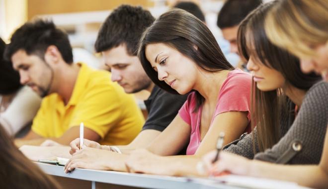 Foto: Ultima zi în care absolvenţii  de liceu pot deveni şomeri