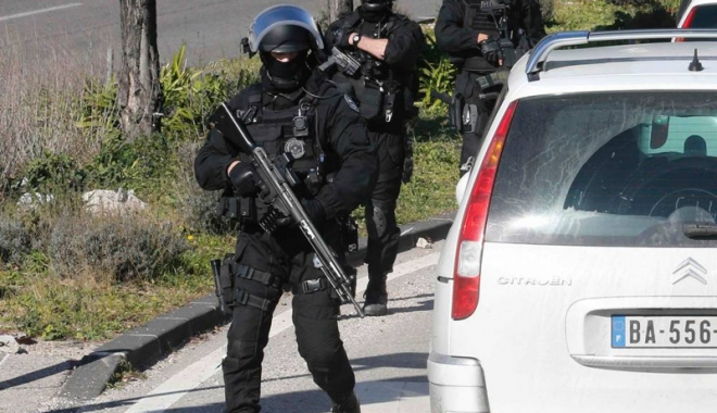 Foto: Terorare în Marsilia: O maşină a intrat în mulţime şi a ucis un pieton