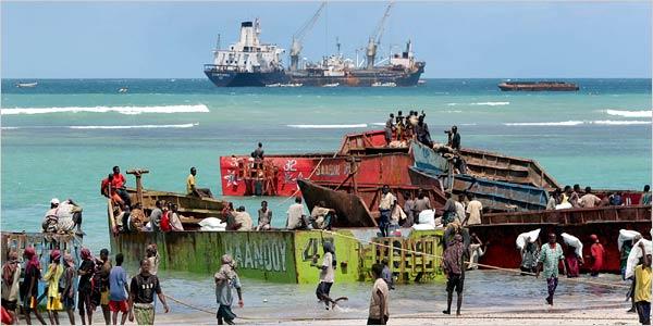 Foto: Piraţii au furat petrol de pe nave, în valoare de 100 de milioane de dolari