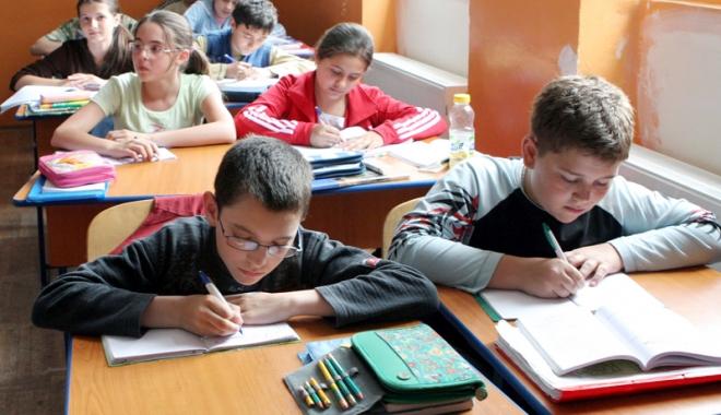 Foto: Peste 5.500 de elevi  de clasa a IV-a dau testele de final de ciclu primar