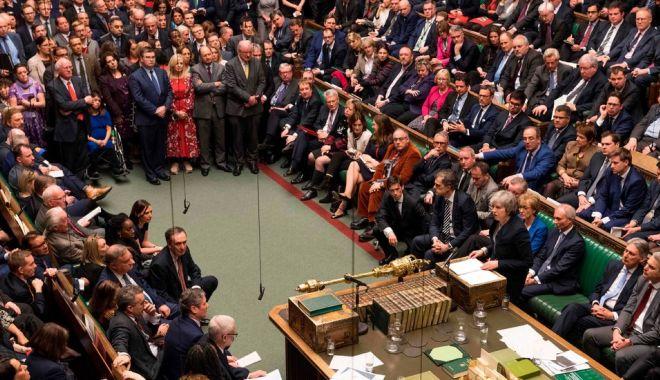 Foto: Theresa May cere sprijinul parlamentarilor după discuţiile dificile cu UE