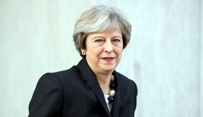 """Foto: Theresa May consideră că nimic  nu-i poate """"deraia"""" guvernul"""