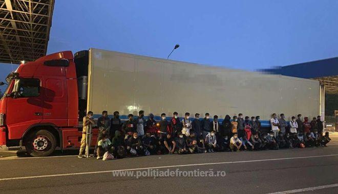 50 de migranți, ascunși în remorca frigorifică a unui camion - thumbnail-1625048484.jpg