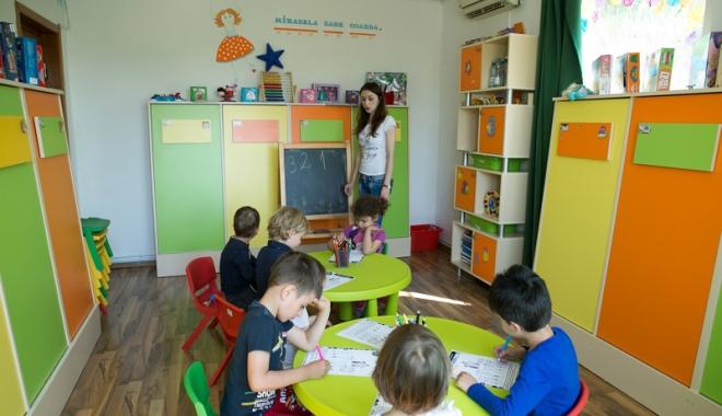 Foto: Primăria Constanţa primeşte dosarele pentru tichetele de grădiniţă