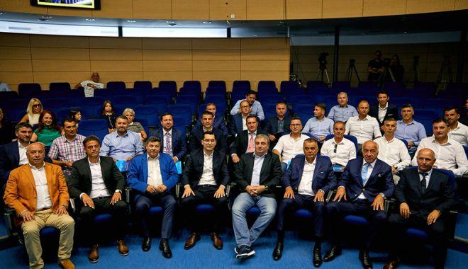 Foto: Ţicleanu, Dică şi Ogăraru, printre absolvenţii de licenţă UEFA PRO