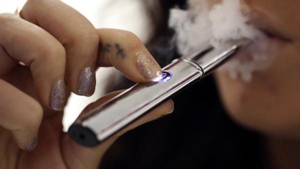 Instagram anunță INTERDICȚIE la promovarea țigărilor electronice - tig-1576741893.jpg