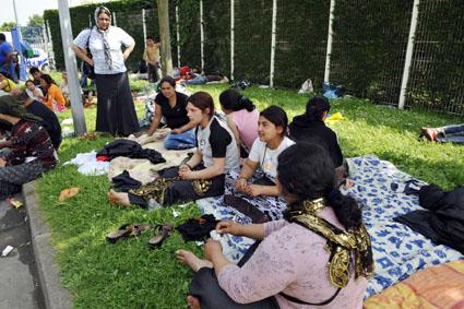 Bruxelles-ul încurajează Parisul  să anuleze restricţiile impuse romilor