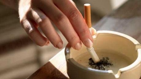 De joi, fumătorii, obligați să cumpere doar țigări anti-incendiu - tigarastinsa07922300-1321179374.jpg