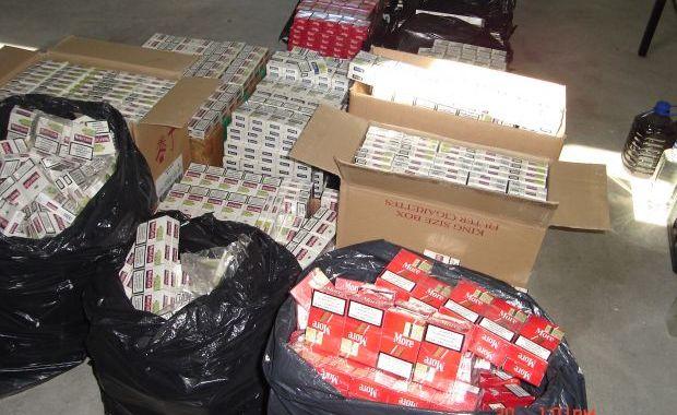O sută de pachete de țigări, confiscate de la bișnițarii din Mangalia - tigari13385623521350419098-1351152866.jpg