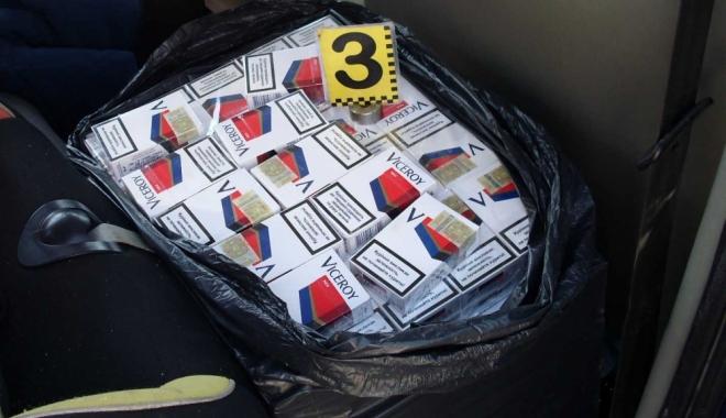 Foto: Constănţean prins de poliţişti cu ţigări de contrabandă în portbagaj