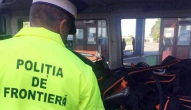 Foto: Captură la graniță: țigări și alcool, în bagajele unui bulgar