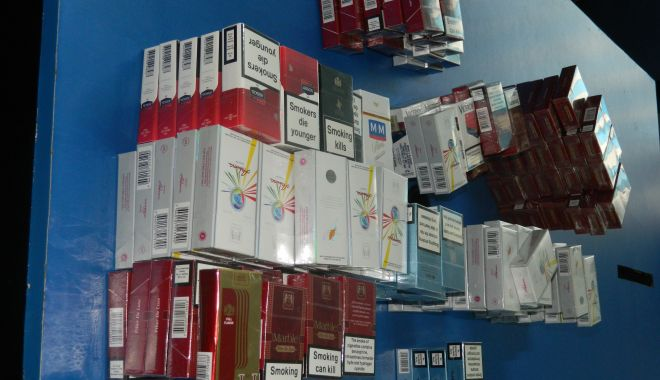 Foto: Sute de pachete de ţigări netimbrate, confiscate de jandarmii din Constanţa