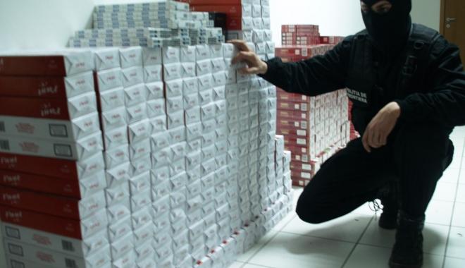 Foto: 60.000 de ţigarete de contrabandă, confiscate la vamă
