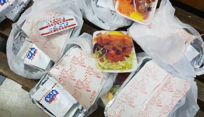 Foto: Țigări ascunse în caserole cu mâncare, descoperite la Vama Veche