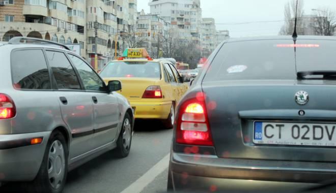 Foto: Proprietarii  de maşini vor plăti mai mult pentru timbrul de mediu