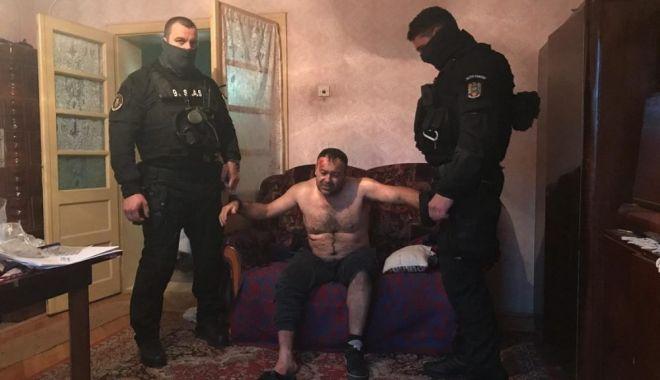 Foto: Ucigaşul poliţistului din Timiş s-a sinucis în arest