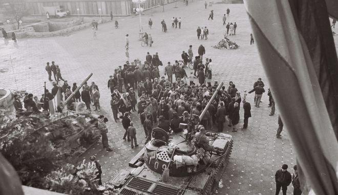 """Foto: Ieşirea din temniţa comunistă. """"Lumina Timișoarei nu s-a stins cu totul în această Țară"""""""