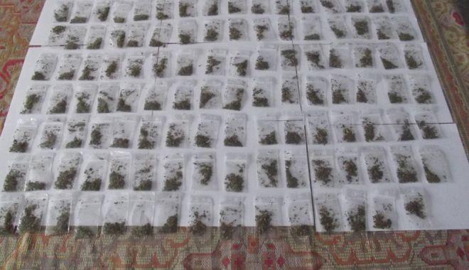 Foto: Tineri prinşi  cu droguri, în municipiul Constanţa
