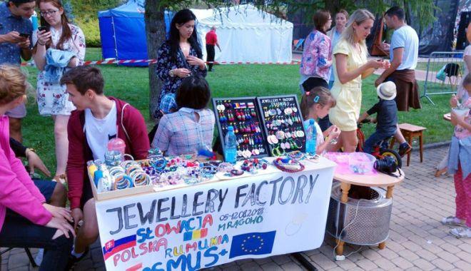 """Foto: Organizaţia """"Youth Vision"""", sprijin pentru tinerii care își caută loc de muncă"""