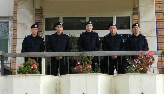 Foto: Tineri absolvenţi  la Inspectoratul  de Jandarmi Judeţean Constanţa