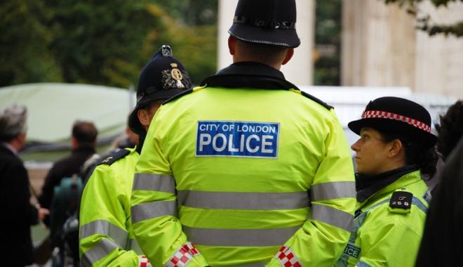Foto: Tineri arestaţi la Londra.  Voiau să devină terorişti cu acte în regulă