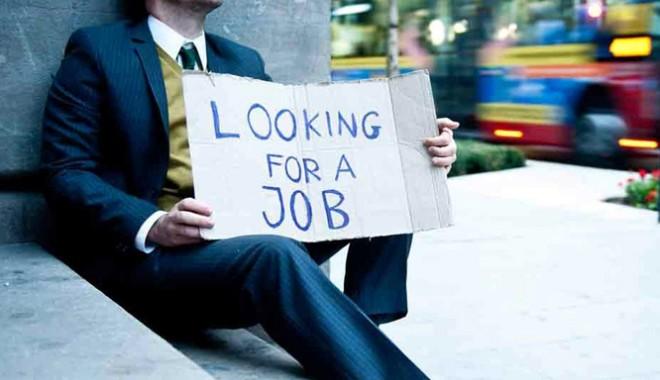Foto: Cum îşi pot schimba - în bine! - viitorul tinerii care nu au luat BAC-ul
