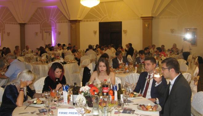Tinerii antreprenori constănţeni, premiaţi la Balul oamenilor de afaceri - tineriiantreprenori9-1497790250.jpg