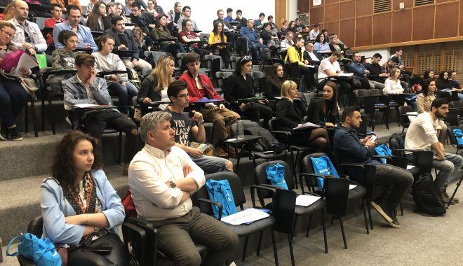Foto: Tinerii constănţeni, interesaţi să meargă la facultate în Marea Britanie