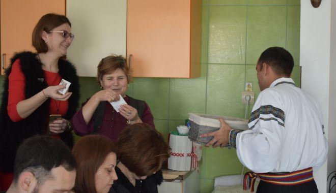 Foto: Tinerii cu nevoi speciale  au sărbătorit,  în avans,  Ziua femeii