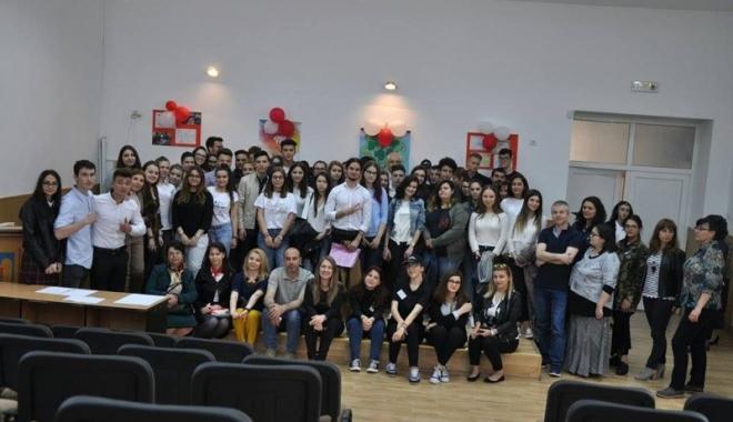 """Foto: Olimpiada ,""""Tinerii dezbat"""", faza judeţeană -  moment unic pentru elevii ovidişti"""