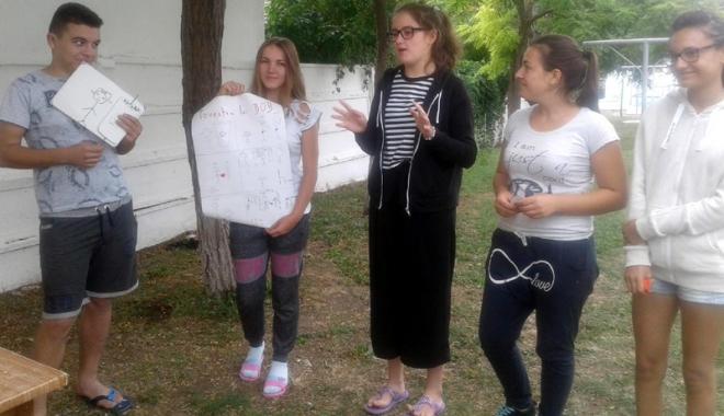 Foto: Tinerii din Constanţa au prins rădăcini… durabile!