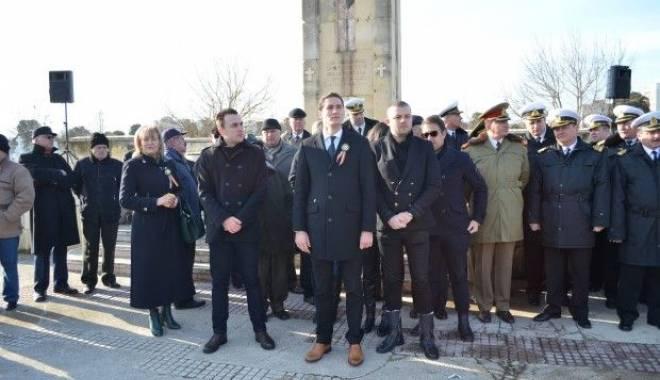 Foto: Tinerii din PSD Constanţa au cinstit eroii