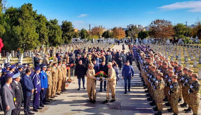 Foto: De Ziua Armatei Române, tinerii  din PSD Constanța au omagiat eroii