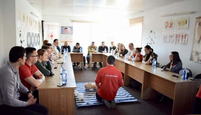 Tinerii din PSD Constanța, oaspeți la Crucea Roșie. Care a fost scopul - tineriidinpsdcrucearosie-1553643720.jpg