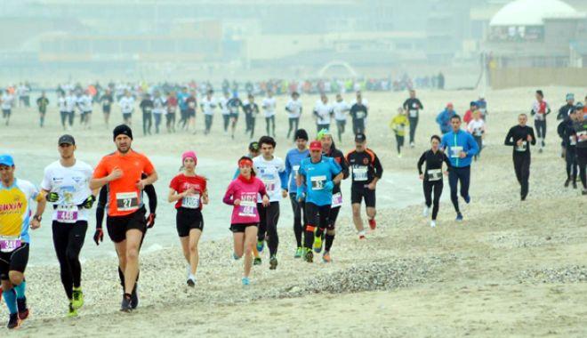 Foto: Ţineţi ritmul! Luna viitoare, alergăm  la Maratonul Nisipului